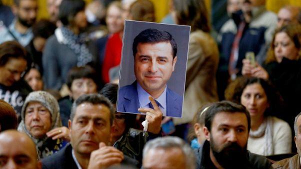 حزب معارض مؤيد للأكراد يرشح رئيسه السابق المسجون للرئاسة التركية