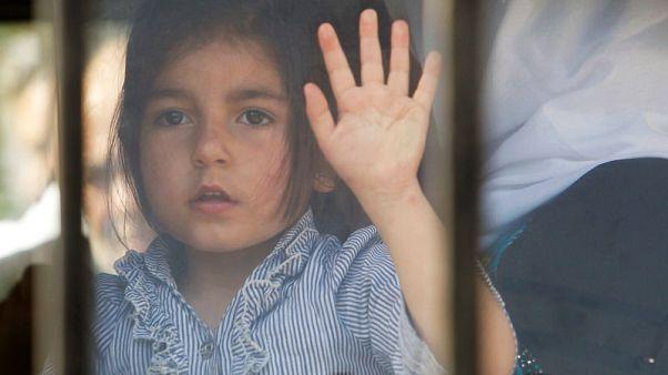 مئات اللاجئين السوريين في لبنان يعودون إلى بلادهم