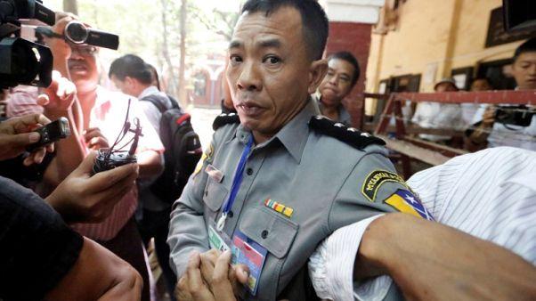 طرد أسرة شرطي في ميانمار من مسكنها بعد شهادته عن الإيقاع بصحفيي رويترز