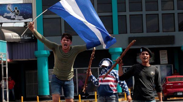 مقتل 9 على الأقل في احتجاجات نيكاراجوا وأمريكا تقلص خدمات سفارتها