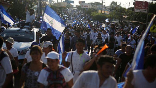 محتجون يطالبون بتنحي رئيس نيكاراجوا بعد اضطرابات خلفت 9 قتلى