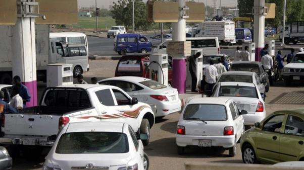 السودان يعاني نقصا في الوقود وسط صعوبات في الاستيراد بسبب أزمة الدولار