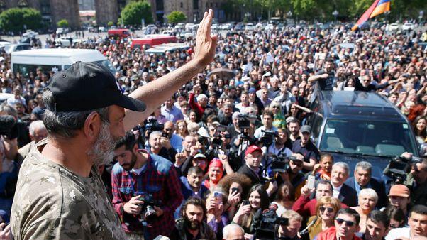 احتجاجات في أرمينيا والقائم بأعمال رئيس الوزراء يقترح إجراء انتخابات جديدة