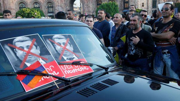 حزب سياسي في أرمينيا ينسحب من الائتلاف الحاكم وسط أزمة سياسية