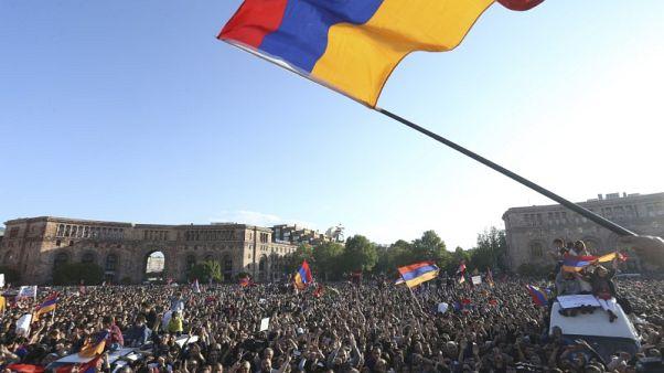 برلمان أرمينيا يعلن أنه سينتخب رئيس الوزراء الجديد أول مايو