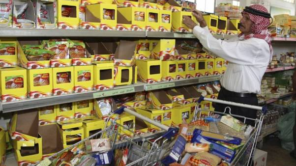 تجار أردنيون يعانون من ضعف استهلاك السلع الغذائية الأساسية