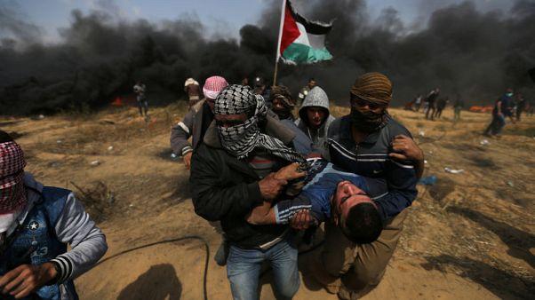 مسعفون: قوات إسرائيلية تقتل 3 محتجين وتصيب 400 في غزة