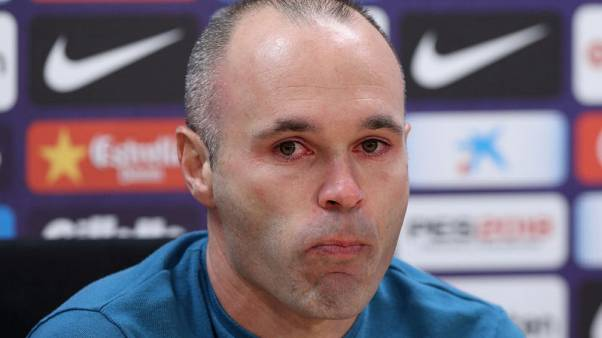 إنيستا قائد برشلونة يعلن رحيله عن النادي في نهاية الموسم
