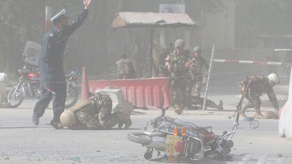 مسؤولون:ارتفاع عدد قتلى تفجيري كابول إلى 21 شخصا