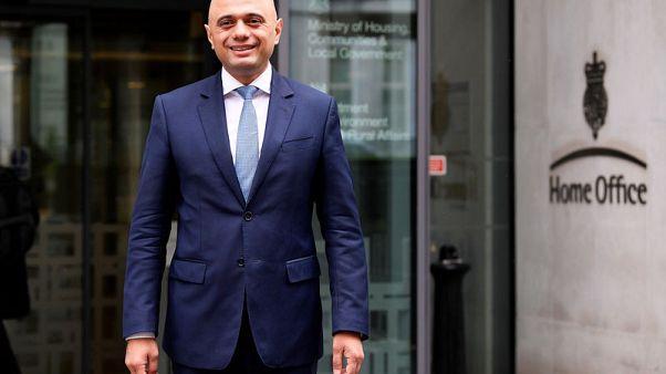 في مسعى لإنهاء فضيحة.. رئيسة وزراء بريطانيا تعين جاويد وزيرا للداخلية