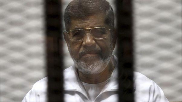 مصر تدرج مجددا 1529 شخصا بينهم مرسي وأبو تريكة على قائمة الإرهابيين