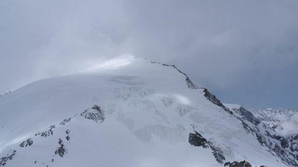 ارتفاع عدد متزلجين لقوا حتفهم في جبال الألب السويسرية إلى ستة
