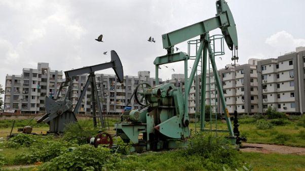 استطلاع-النفط سيعزز فوائض التجارة في الخليج لكن النمو سيظل متواضعا
