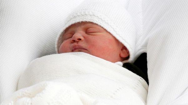 الأمير وليام وزوجته كيت يسجلان ميلاد ابنهما الجديد لويس
