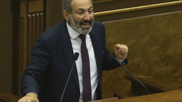 زعيم المعارضة الأرمينية يدعو لعصيان مدني بعد فشله في تولي رئاسة الوزراء
