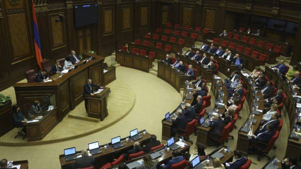 برلمان أرمينيا يجري تصويتا جديدا لاختيار رئيس للوزراء في 8 مايو