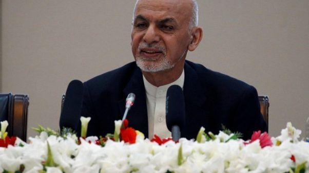 الرئيس الأفغاني يدشن بطاقات هوية جديدة وسط خلاف عرقي