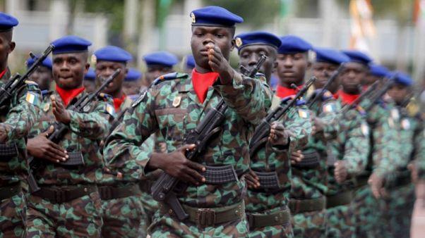 ساحل العاج تحيل أكثر من ألفي جندي للتقاعد من جيش شهد حركات عصيان