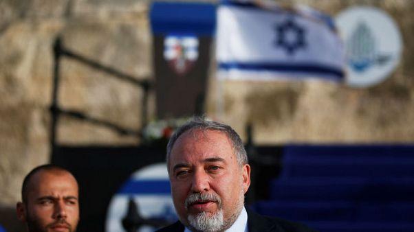 وزير الدفاع الإسرائيلي يرفض اعتذار عباس عن تصريحاته بشأن اليهود