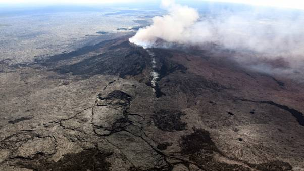 رفع حالة التأهب في هاواي بعد سلسلة زلازل وقذف حمم بركانية