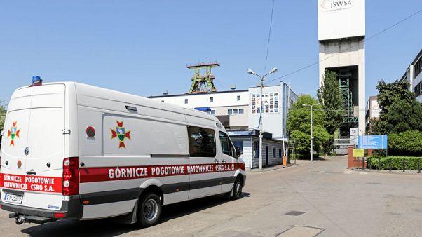 زلزال يؤدي إلى حصار خمسة عمال في منجم للفحم في بولندا