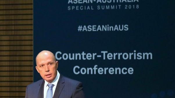 استراليا ترجح استمرار بقاء مئات المهاجرين في مراكز احتجاز بالمحيط الهادي