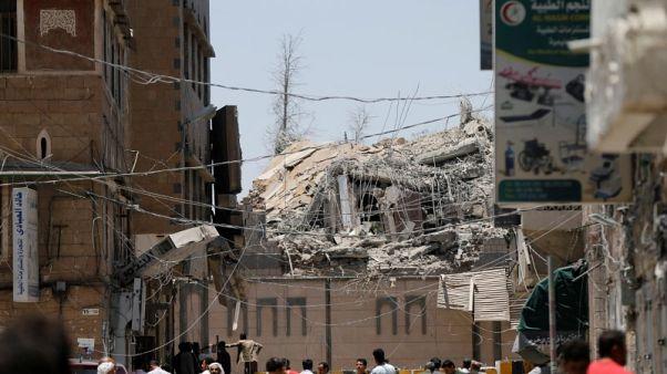 إعلام تابع للحوثيين: ضربتان للتحالف بقيادة السعودية على قصر الرئاسة باليمن