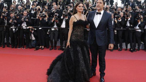 بنيلوبي كروز وزوجها باردام يفتتحان مهرجان كان السينمائي