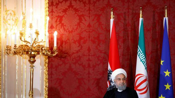 رجل في الأخبار-روحاني يقف قليل الحيلة بعد انسحاب ترامب من الاتفاق النووي