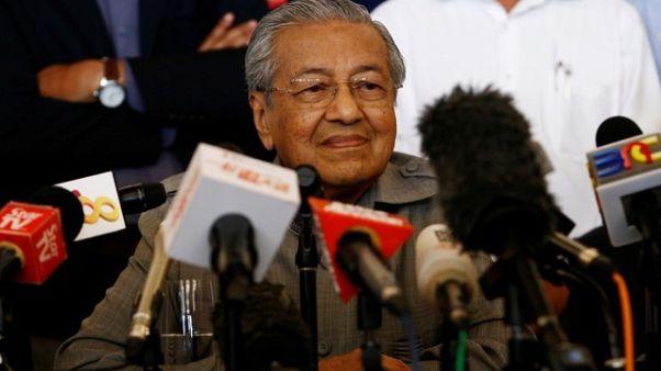 مهاتير محمد يقول إنه يتجه صوب رئاسة وزراء ماليزيا مجددا