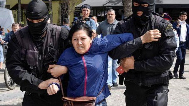 شرطة قازاخستان تعتقل عشرات في احتجاجات مناهضة للحكومة