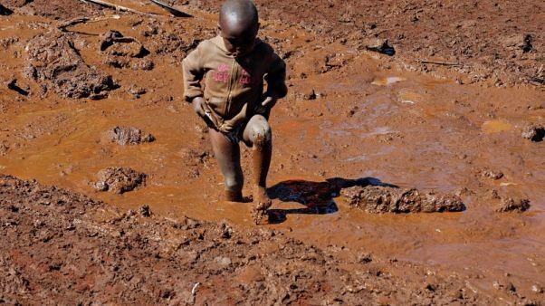 ارتفاع عدد قتلى فيضان سد في كينيا إلى 47 شخصا