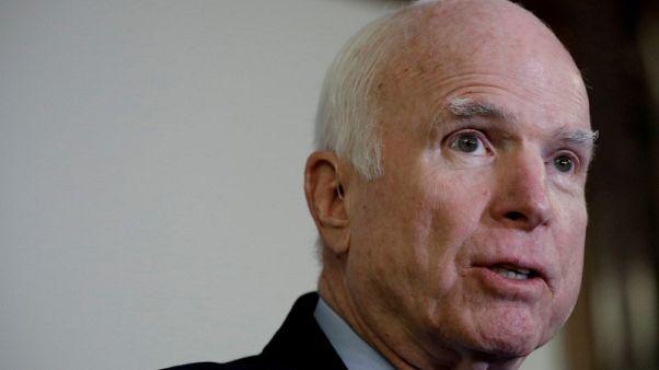 تقارير: مسؤولة بالبيت الأبيض سخرت من مرض السناتور جون مكين