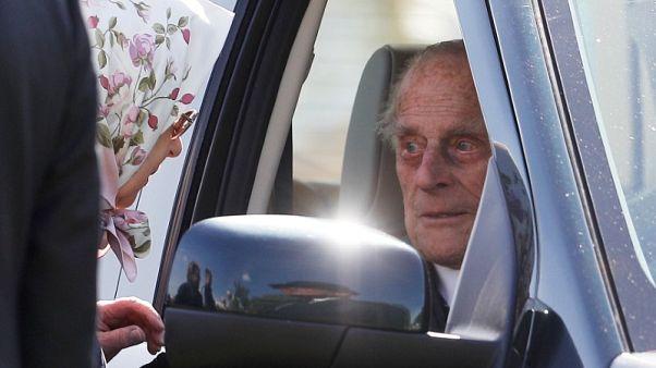 الأمير فيليب البالغ من العمر 96 عاما يقود سيارة إلى عرض للخيل