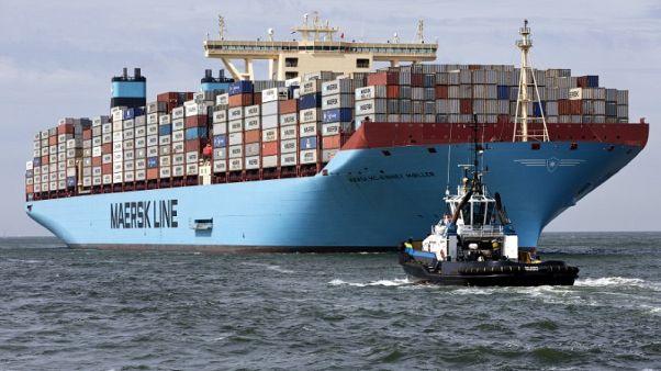 أكبر شركتين لشحن الحاويات تراجعان عملياتهما في إيران