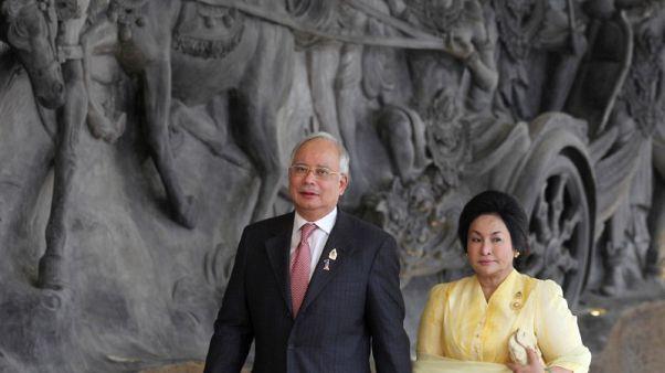 رئيس وزراء ماليزيا السابق يقول إنه سيحترم منعه من السفر للخارج
