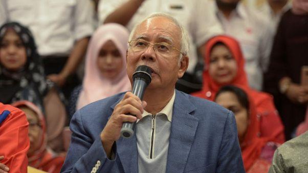 رئيس الوزراء الماليزي السابق يستقيل من رئاسة حزب وتحالف