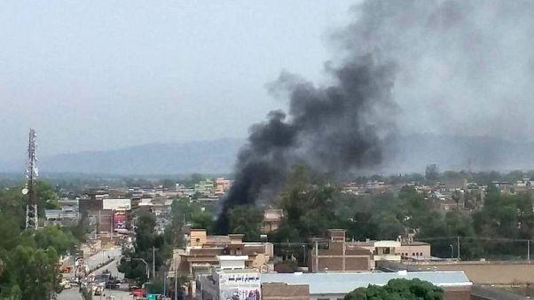 مقتل 15 وإصابة العشرات في تفجيرات واشتباك مسلح بشرق أفغانستان