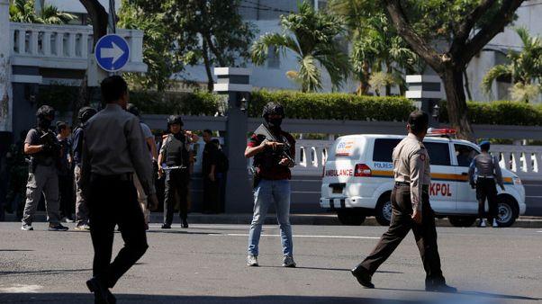 أسرة أخرى من المتشددين تفجر نفسها في إندونيسيا