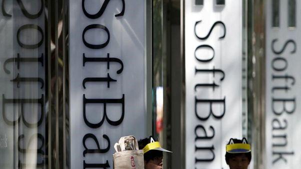 مصادر: سوفت بنك وصندوق الاستثمارات السعودي يبحثان تمويل مشروع شمسي عملاق
