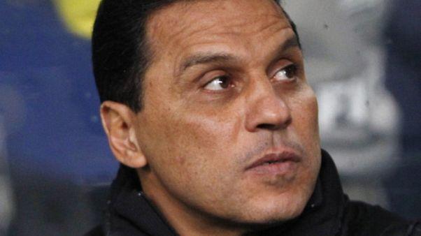 الأهلي يعلن استقالة مدربه البدري بعد هزيمة في دوري الأبطال