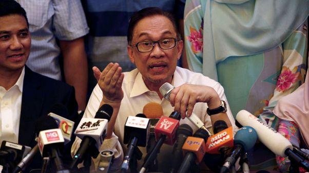الشرطة الماليزية تداهم منزل رئيس الوزراء السابق