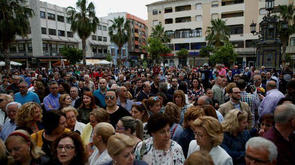 مئات يحتجون على تجارة المخدرات في بلدة بجنوب إسبانيا