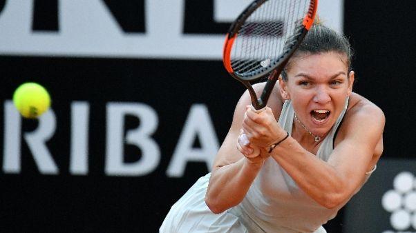 Open Bnl: Sharapova ko, Halep in finale