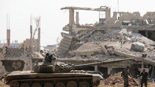 مقاتلون: الجيش السوري يحاصر جيب المعارضة في مدينة درعا
