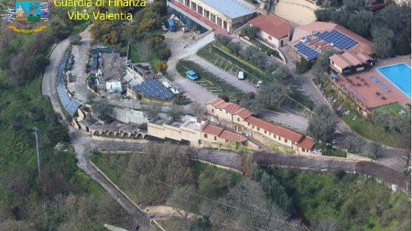 Sequestrate opere in villaggio turistico