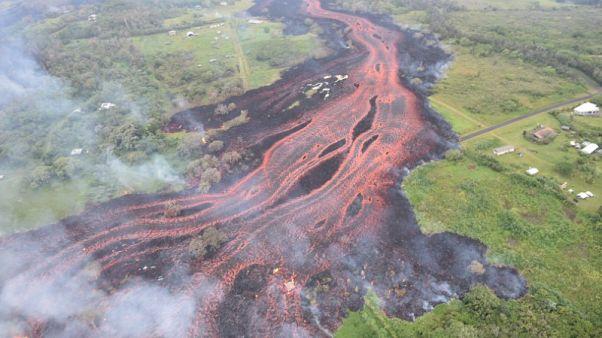 الحمم البركانية تتسرب إلى موقع محطة طاقة حرارية في هاواي