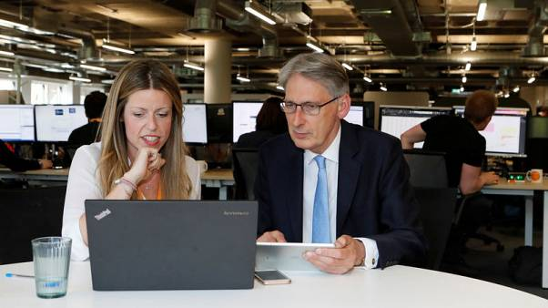 Hammond sets target for 15 million 'full-fibre' broadband connections by 2025