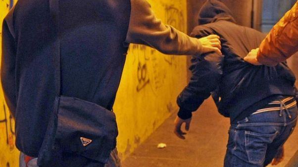 Ex vittima bulli fa fuggire 2 rapinatori
