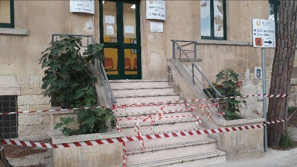 Crolla solaio ufficio vaccinazioni Lecce